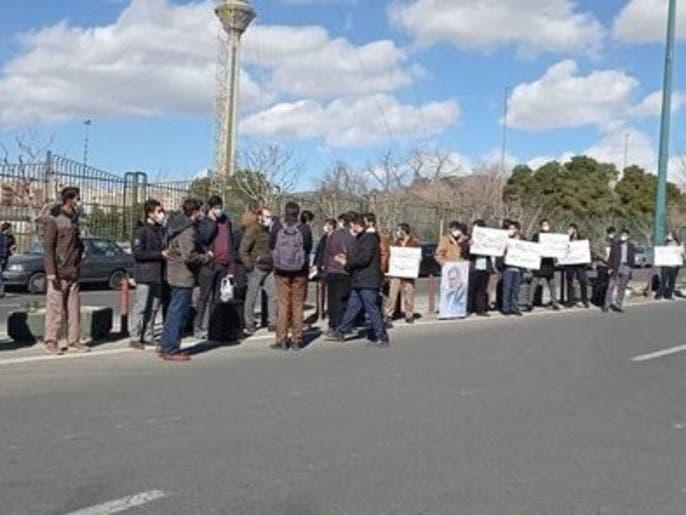 تجمع اعتراضی تعدادی از دانشجویان همزمان با سفر مدیرکل آژانس به تهران
