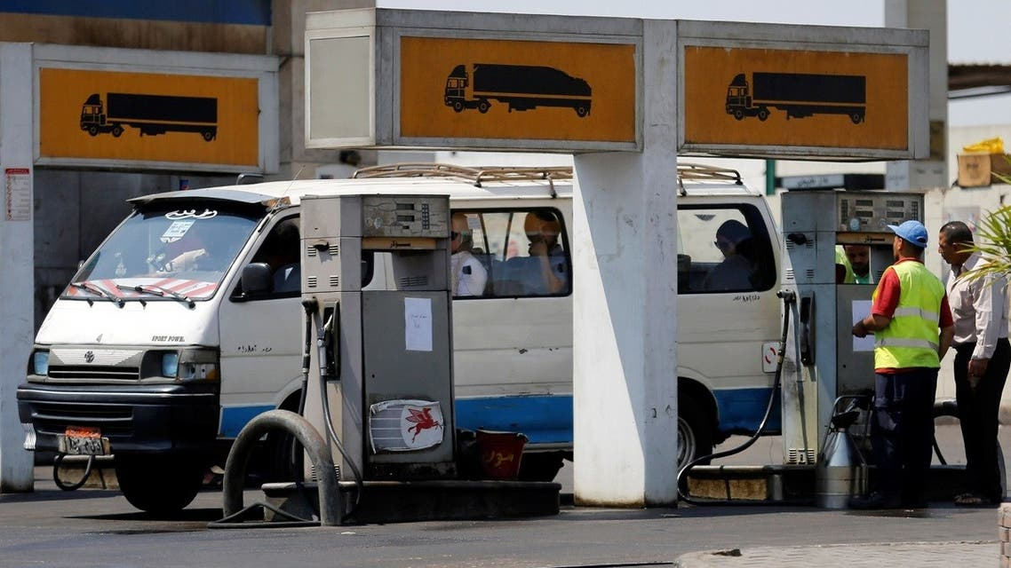 A microbus is filled up with fuel by an employe at a petrol station in Cairo, Egypt June 29, 2017. (Reuters/Amr Abdallah Dalsh)