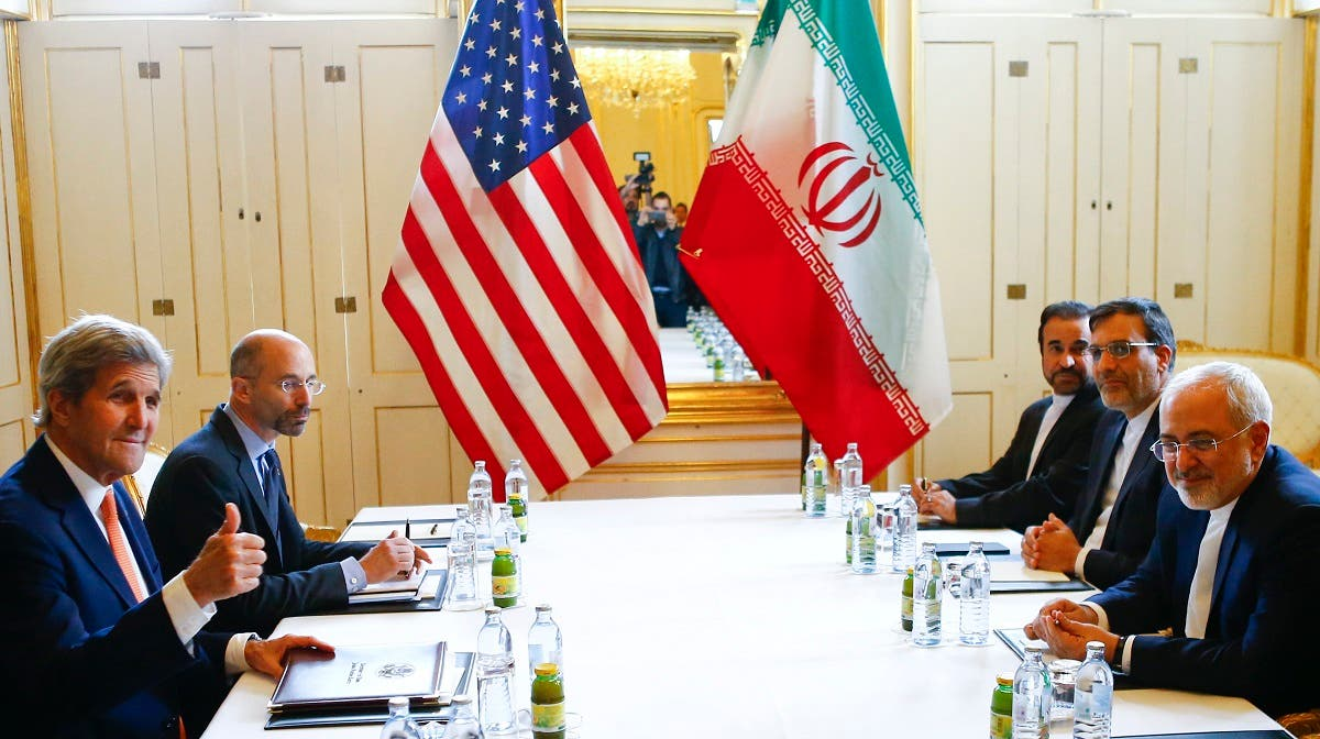 US Secretary of State John Kerry (L) and Iran's Foreign Minister Mohammad Javad Zarif attend a bilateral meeting in Vienna, Austria, May 17, 2016. (Reuters)