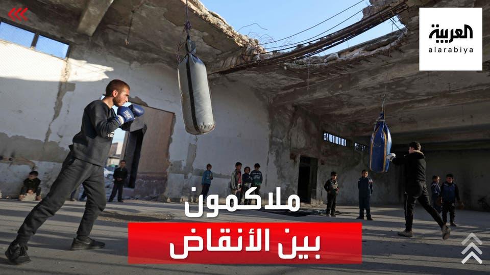 نازح سوري يحول أطلال مبنى مهجور لصالة رياضية