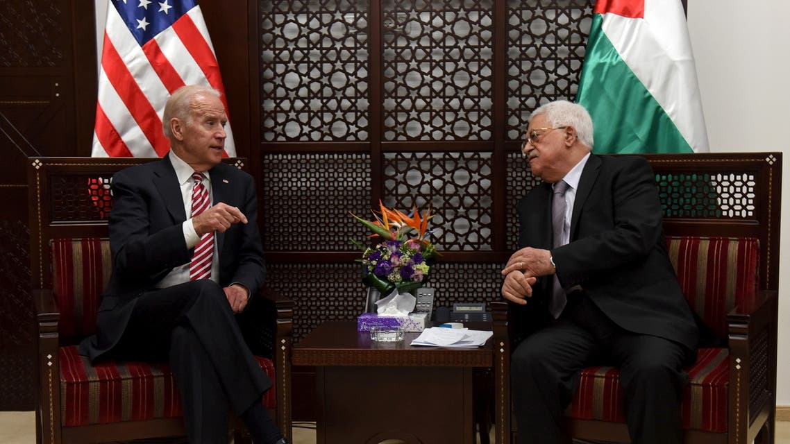Joe Biden (L) meets with Palestinian President Mahmoud Abbas in the West Bank city of Ramallah March 9, 2016. (File photo: Reuters)