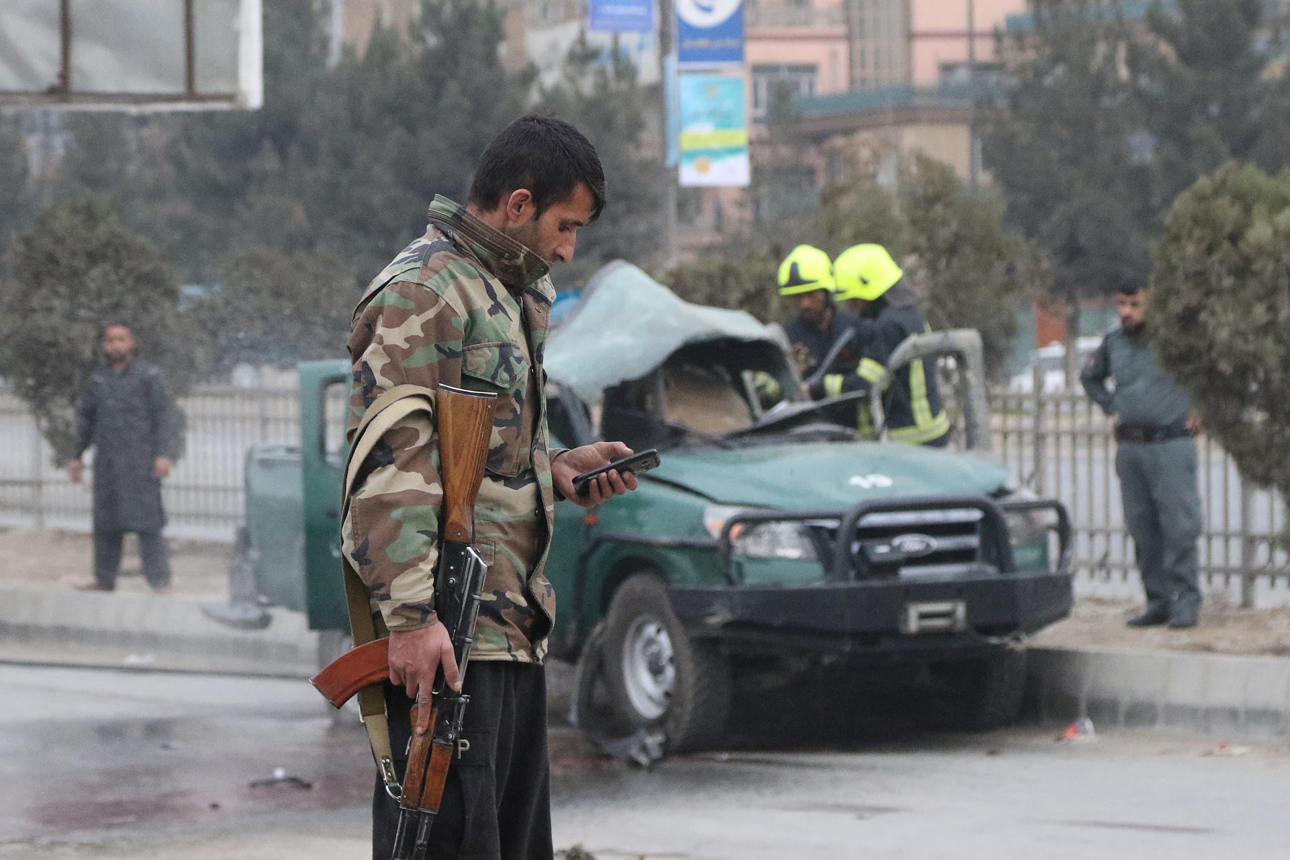 Policemen arrive at a site of a bomb blast which killed at least two people and injured five others, in Kabul on February 21, 2021. (File photo: AFP)