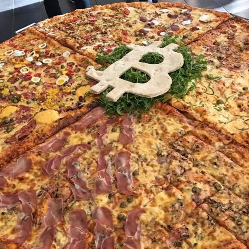 بيتزا مقابل بيتكوين.. قطعتان بنحو 500 مليون دولار!