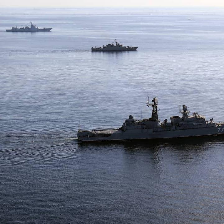 انفجار في سفينة بخليج عُمان.. وشركة أمن تتهم إيران