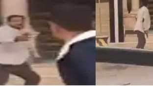 شاهد مصريا يطلق النار عشوائيا على المارة بالاسكندرية