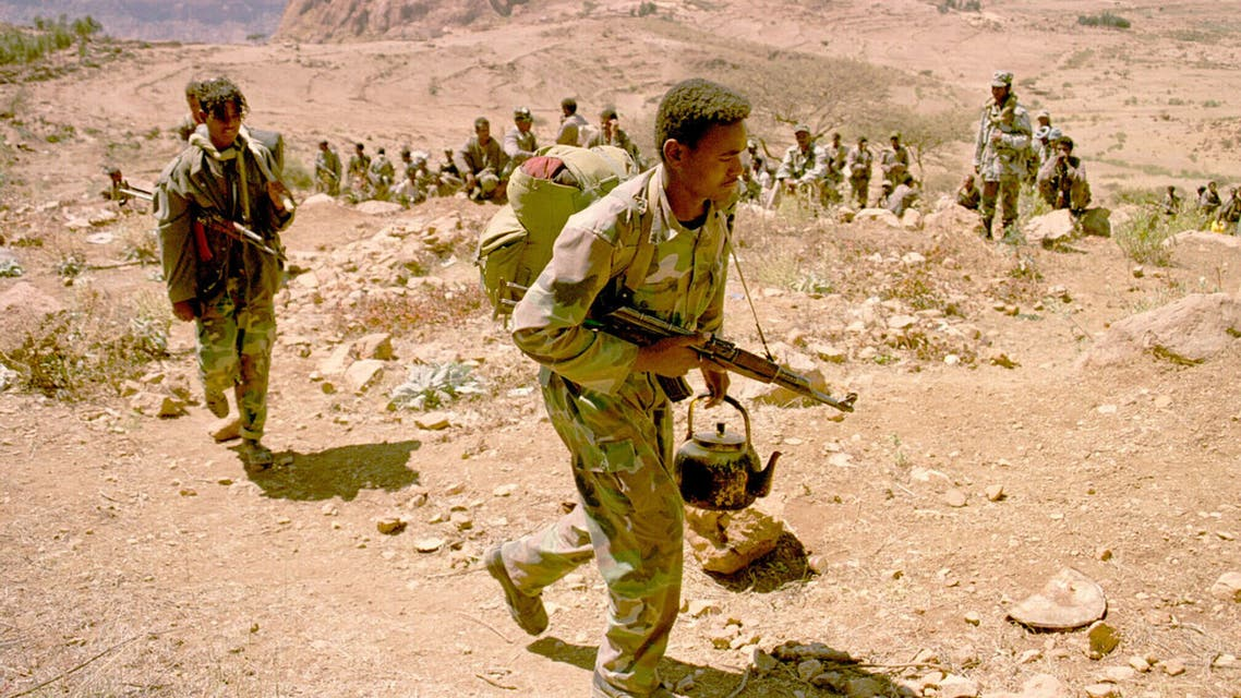 An Eritrean soldier carries his rifle and teapot as the Eritrean army begins to pull out from the frontline near Senafe on February 17, 2001. Both Eritrean and Ethiopian forces are pulling back from frontline positions to create a 25km wide, temporary security zone. This will be controlled by 4000 UN peacekeepers while the disputed border between Eritrea and Ethiopia is demarcated by an international border commission. The establishment of the buffer zone is an important step in bringing an end to the war fought by Eritrea and Ethiopia from May 1998 until June 2000. CLH/