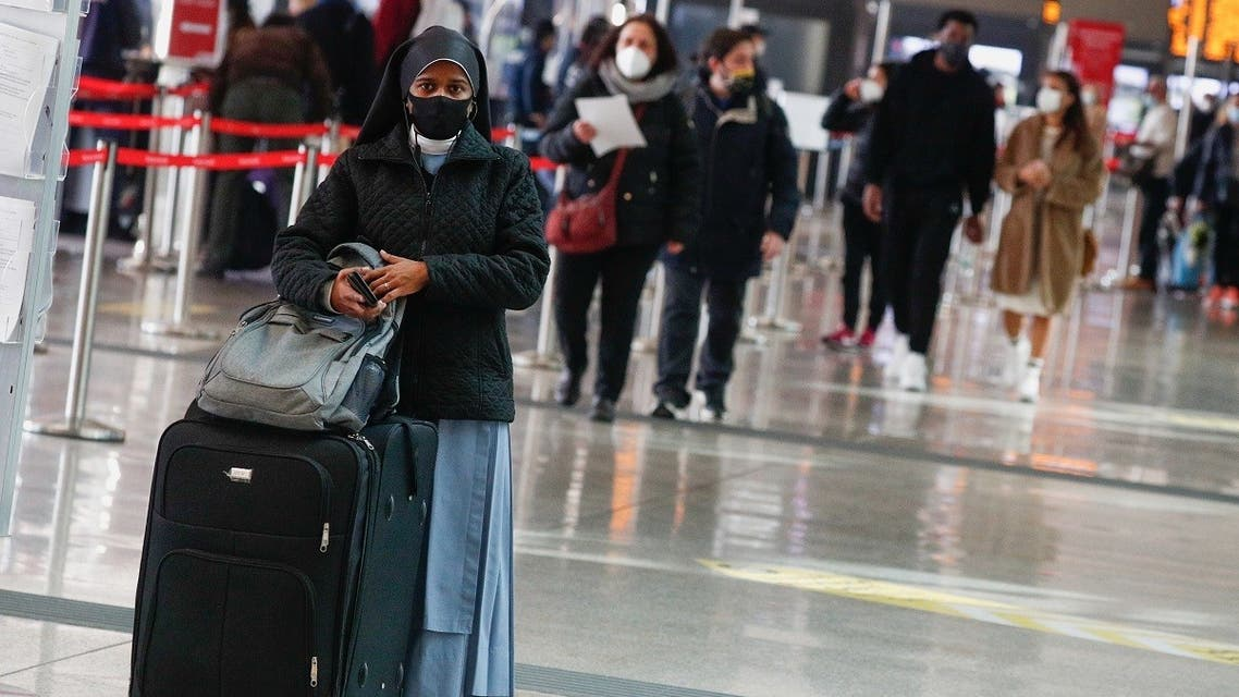 A commuter at Rome's main train station Termini wears a mask, amid the coronavirus disease (outbreak, in Rome, Italy, February 22, 2021. (Reuters/Guglielmo Mangiapane)