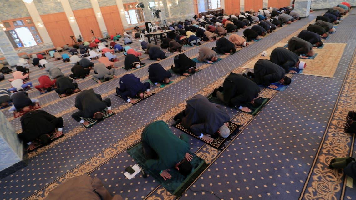 الصلاة بأحد المساجد المصرية