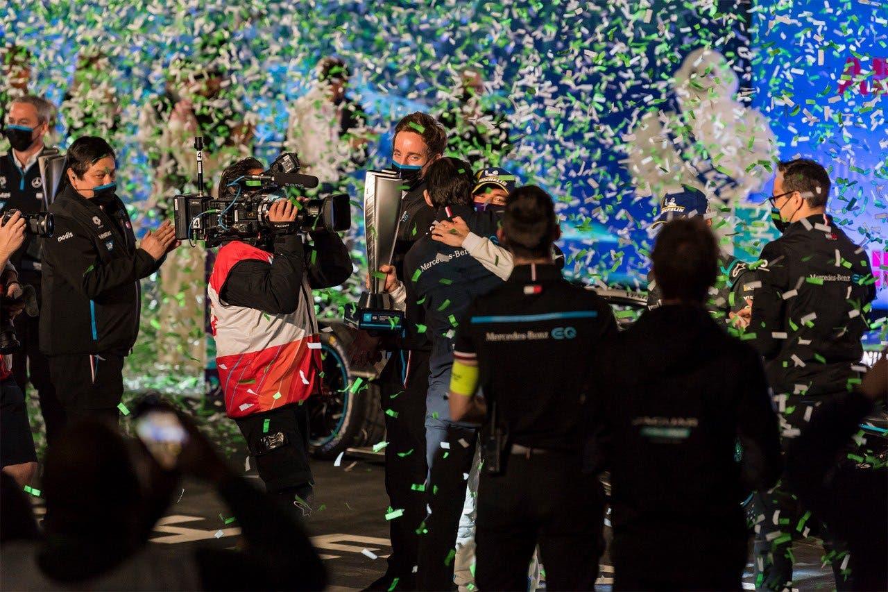 Dutch driver Nyck De Vries celebrates after winning thefirst night race in Saudi Arabia's Diriyah. (SPA)