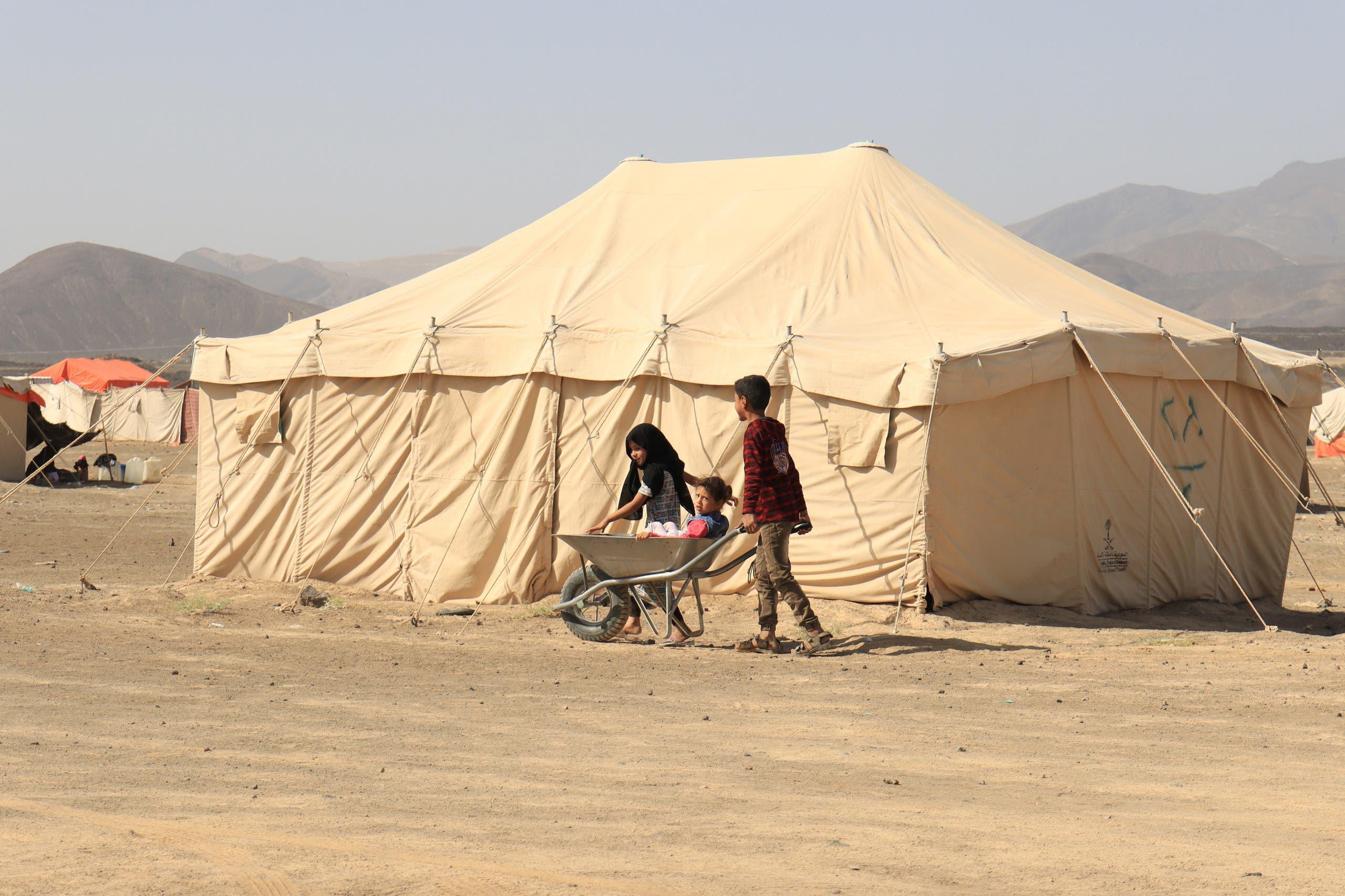 أطفال في مخيم للنازحين في مأرب (أرشيفية)