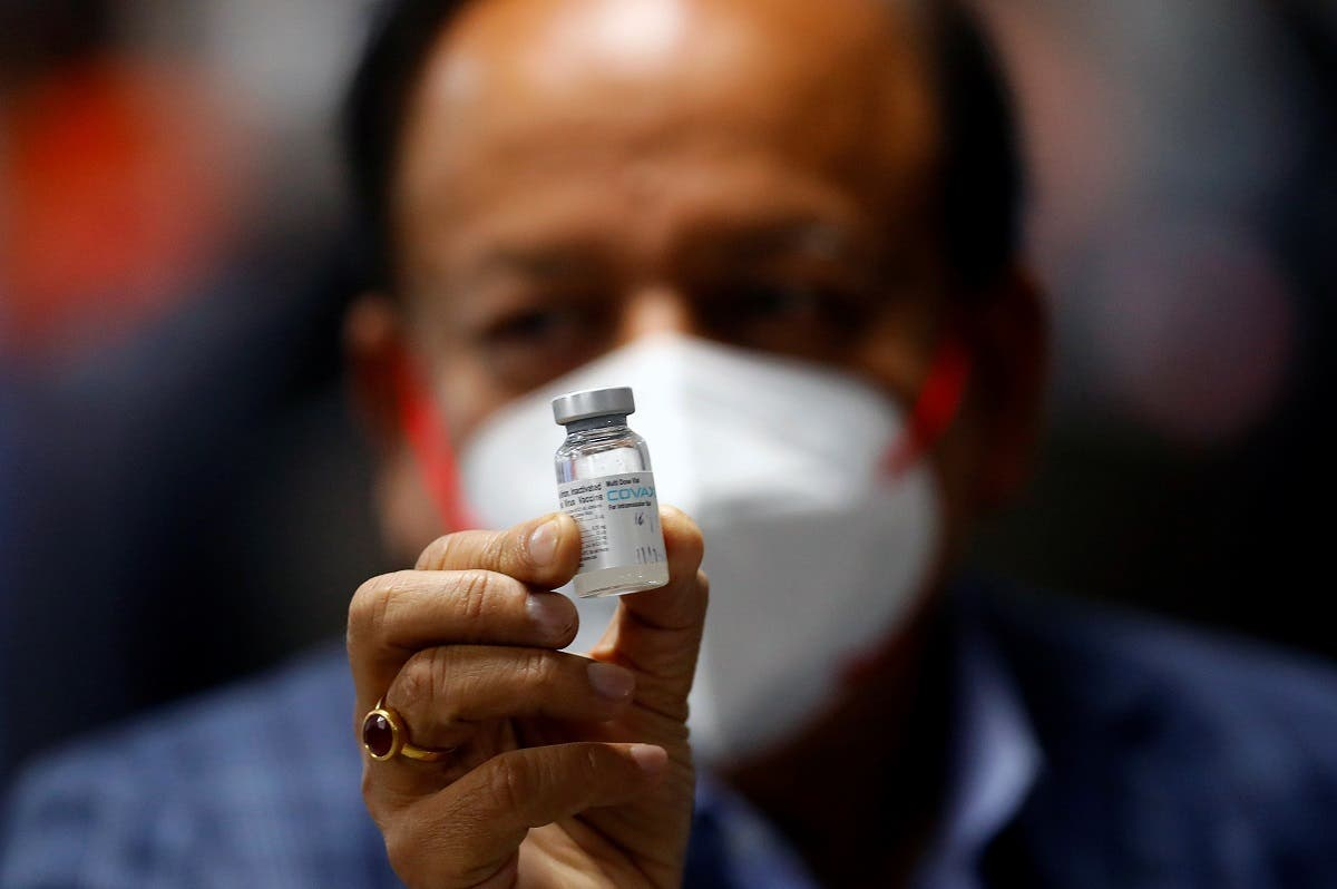 Indian Health Minister Harsh Vardhan holds a dose of Bharat Biotech's COVID-19 vaccine called COVAXIN, Jan. 16, 2021. (File photo: Reuters)