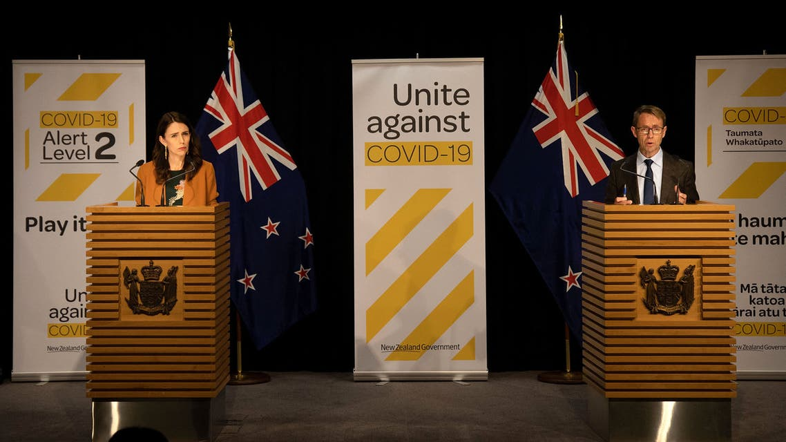 New Zealand's Prime Minister Jacinda Ardern (L) and New Zealand's health department director-general Ashley Bloomfield (R) take part in a press conference about the COVID-19 coronavirus at Parliament in Wellington on June 8, 2020. (File photo: AFP)