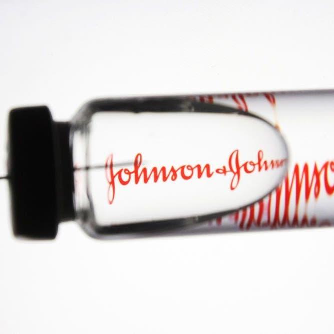 """أميركا تسمح باستئناف التطعيم بلقاح """"جونسون أند جونسون"""""""