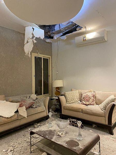 آثار الصاروخ الحوثي بمنزل في الرياض