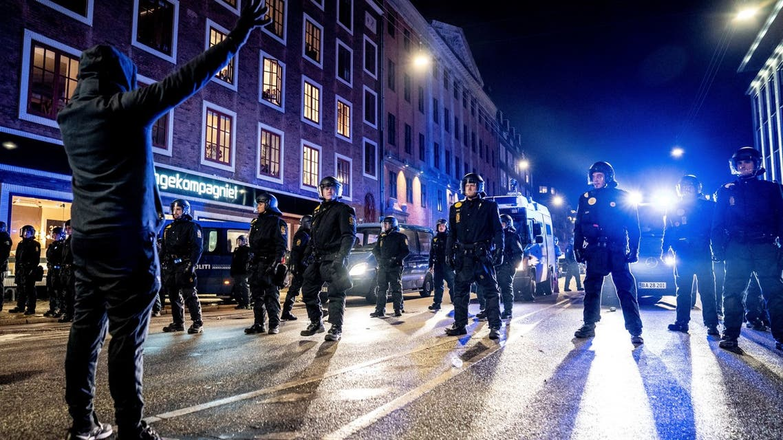 Police face demonstrators during a protest march organised by radical group 'Men in Black Denmark' against restrictions introduced by the Danish government during the COVID-19 pandemic, in Copenhagen on January 23, 2021. (File photo: AFP)