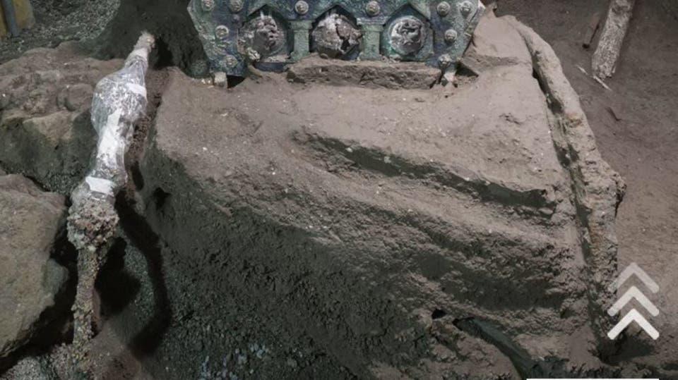 عربة نجت من بركان بومبي قبل نحو 2000 عام