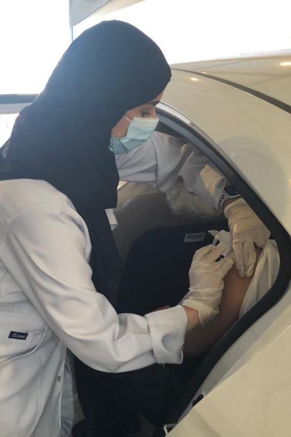 السعودية .. بدء التطعيم ضد كورونا في السيارة في 4 مدن