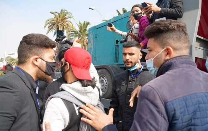 صحفي محاصر من أنصار  النهضة(وسائل اعلام محلية)