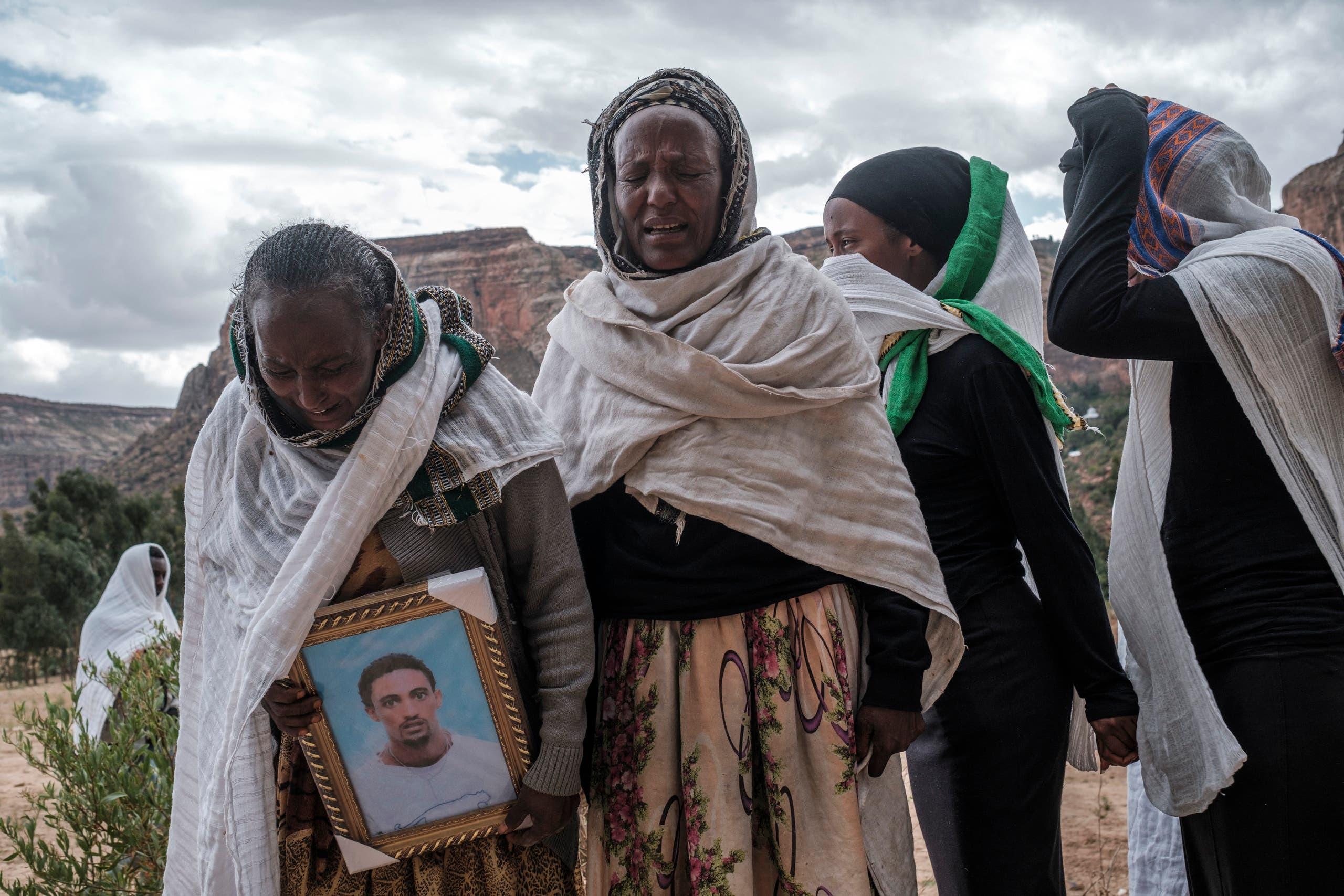 سكان من تيغراي يبكون موتاهم (أرشيفية- فرانس برس)