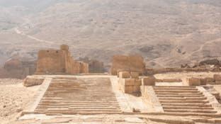 شاهدإبداع الفراعنة في نحت 900 مقبرة بصخور الجبل
