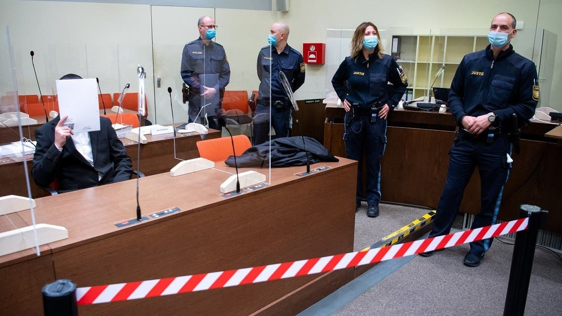The defendant Muharrem D. (L), an alleged member of ISIS, waits for the opening of his trial on March 2, 2021 in Munich, southern Germany. (Sven Hoppe/Pool/AFP)