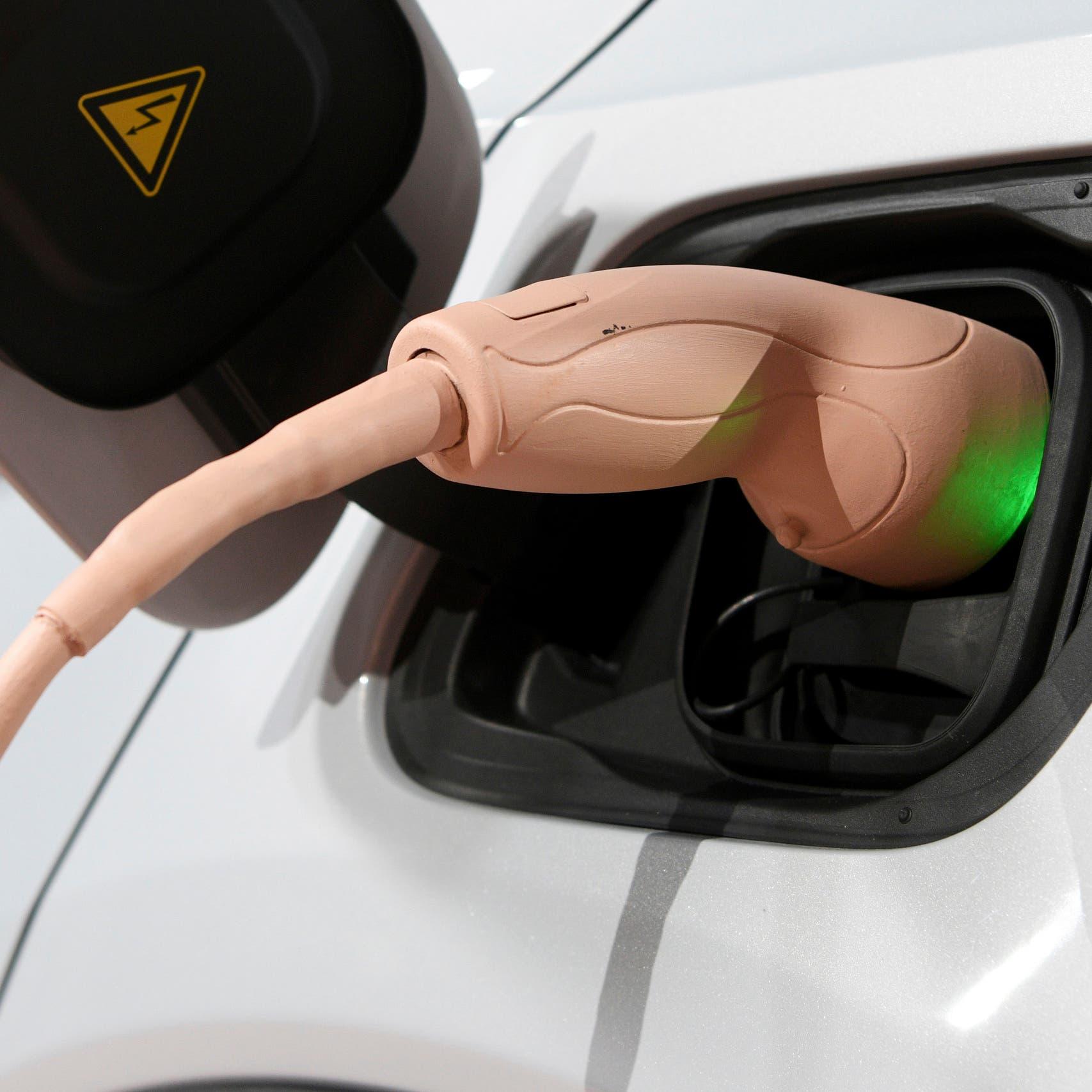 سيارات فولفو تتحول كهربائية بالكامل بحلول هذا العام