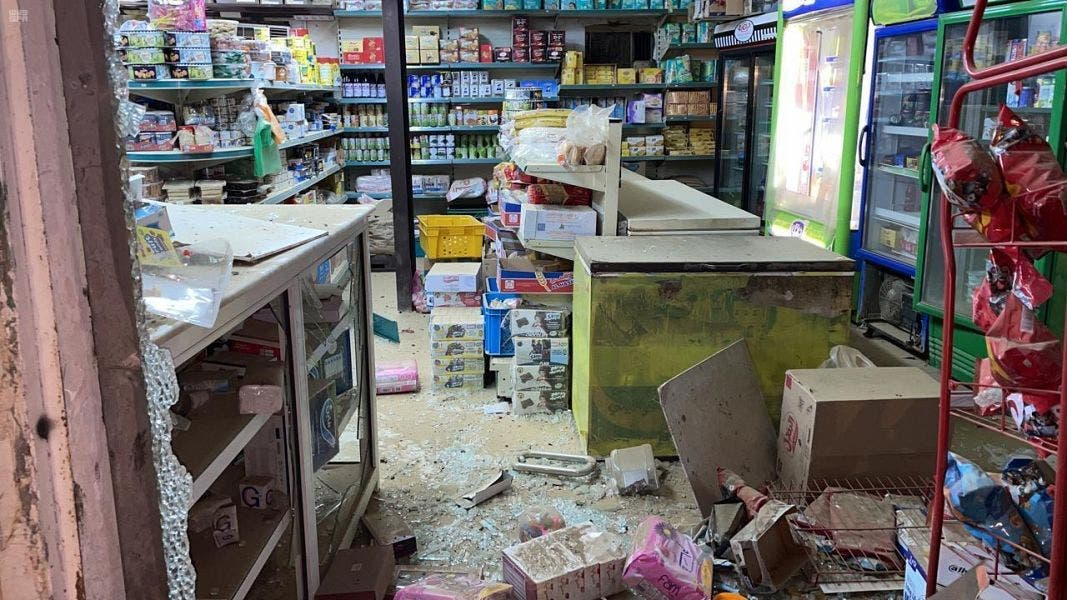 من الأضرار التي خلفها المقذوف الحوثي