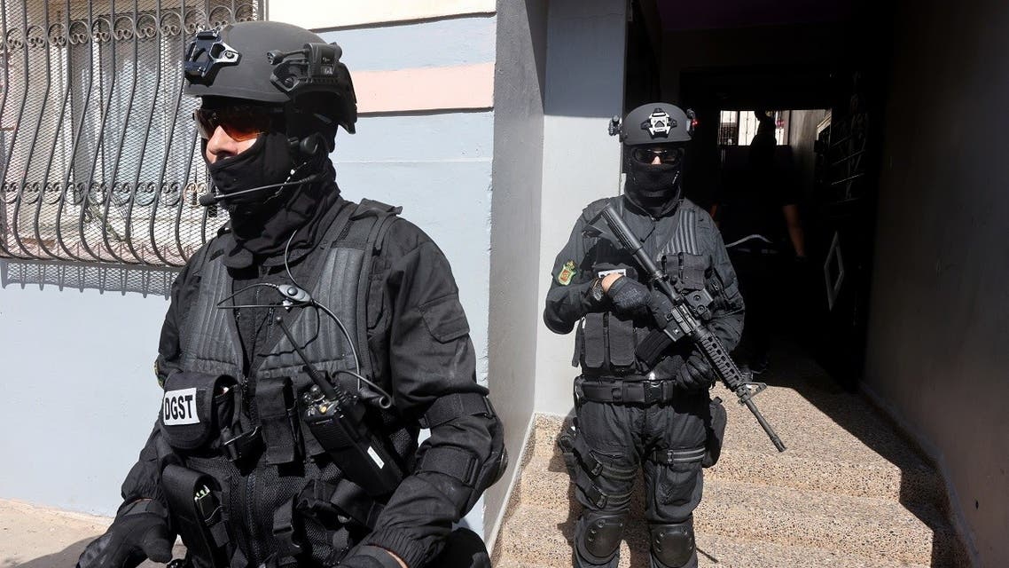 Moroccan special forces stand guard at the entrance of a building during a counter-terrorism operation in Temara, on the outskirts of Rabat, Morocco September 10, 2020. (Reuters/Youssef Boudlal)