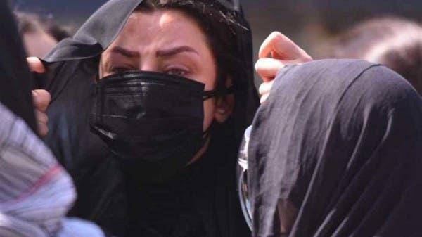 مصر.. انهيار الإعلامية رضوى الشربيني في جنازة والدتها