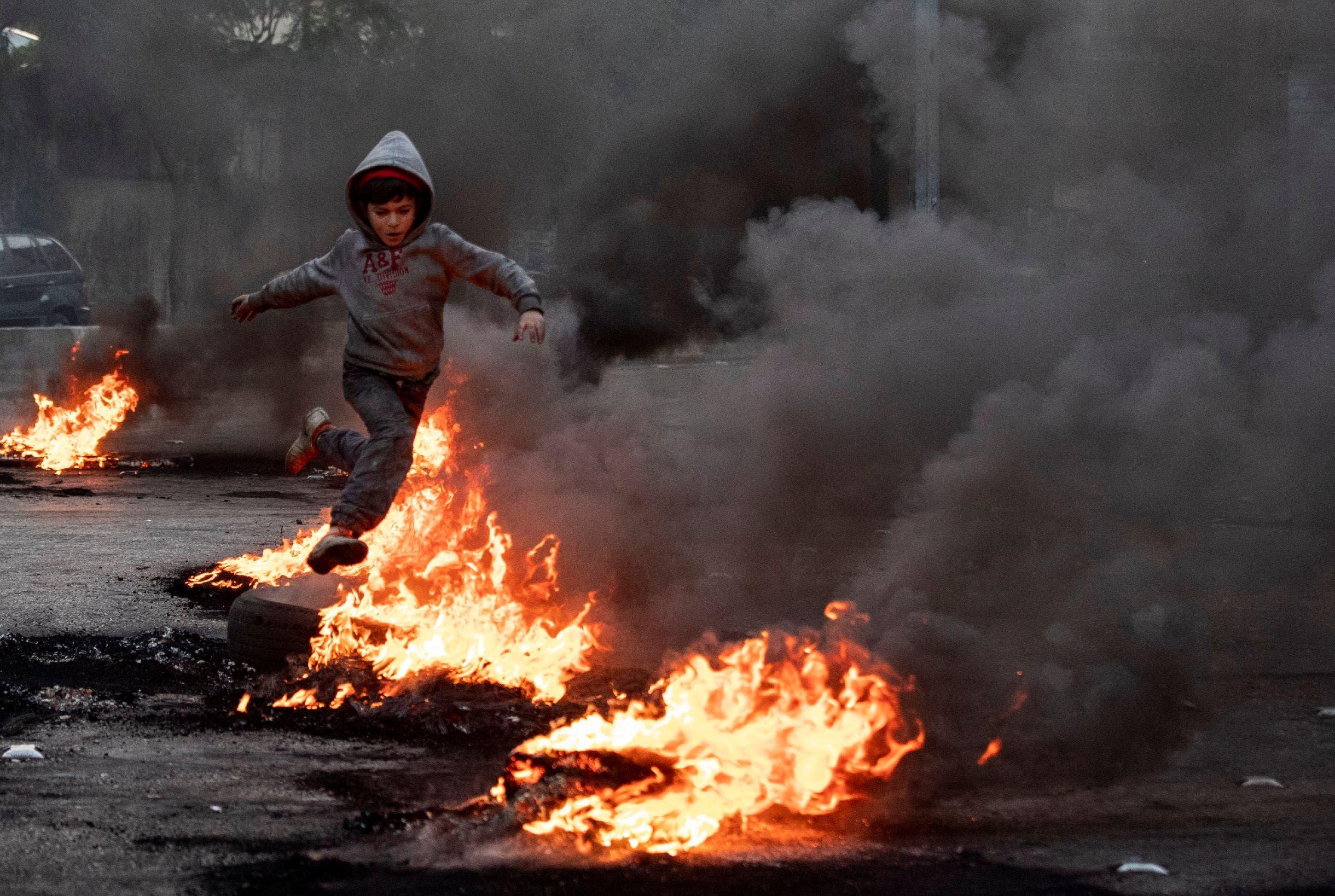 من احتجاجات لبنان (رويترز)