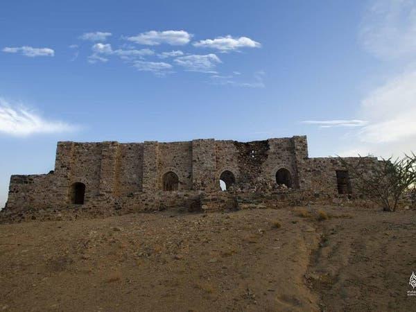 هذا أكبر جبل في السعودية يحمل النقوش الصخرية