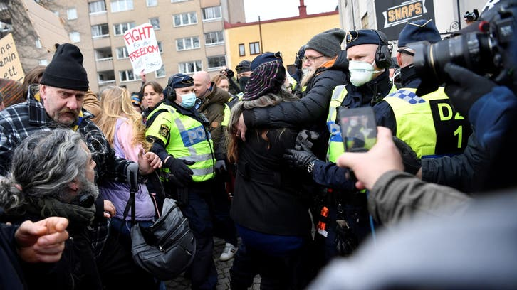 Hundreds protest COVID-19 restrictions in Stockholm