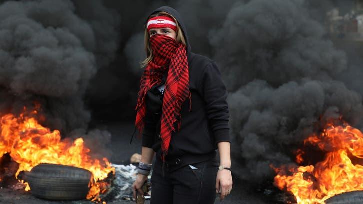 الاحتجاجات تشل لبنان.. وعون يطالب الجيش بفتح الطرقات