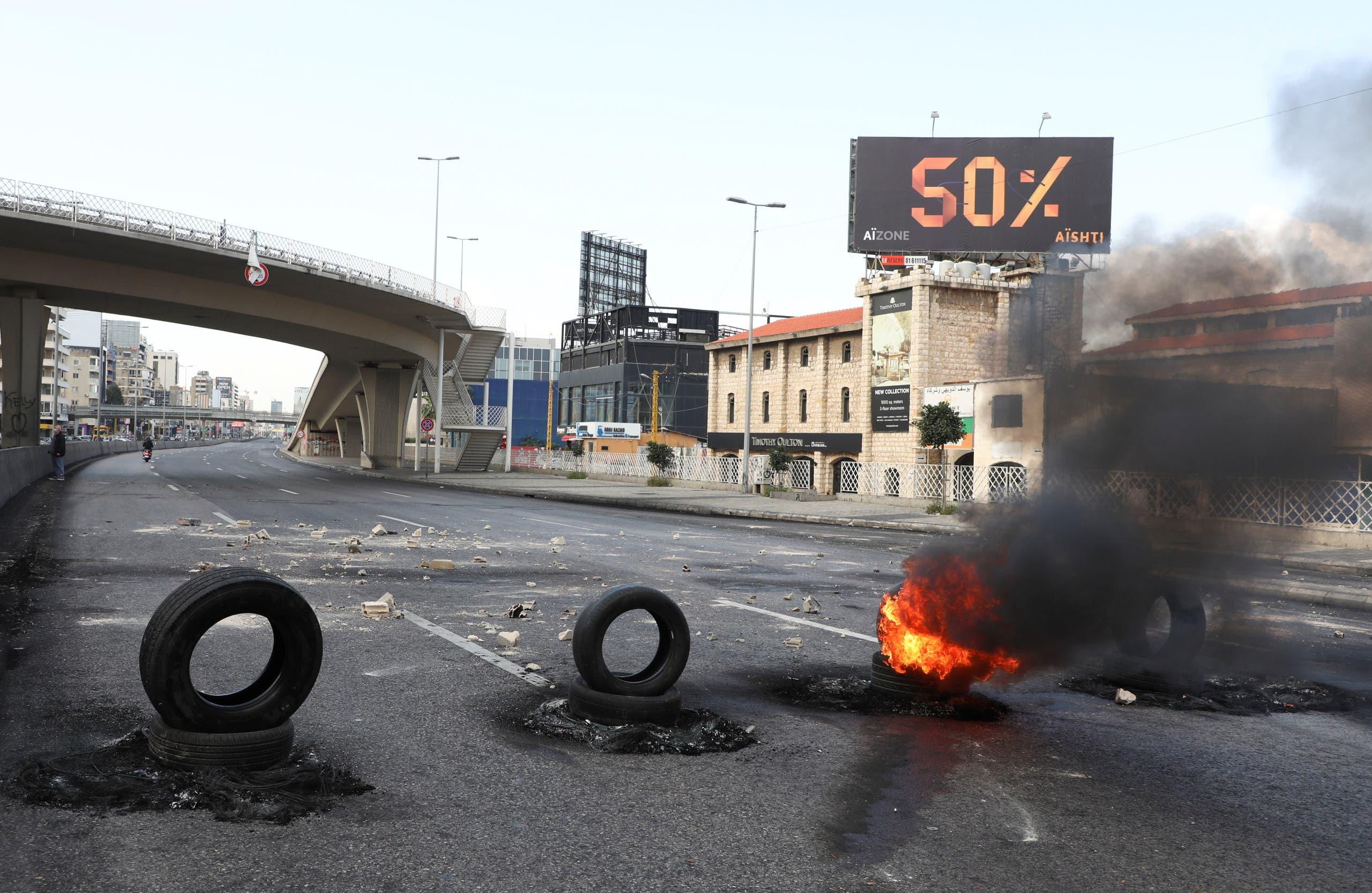 قطع طريق جل الديب شمال بيروت