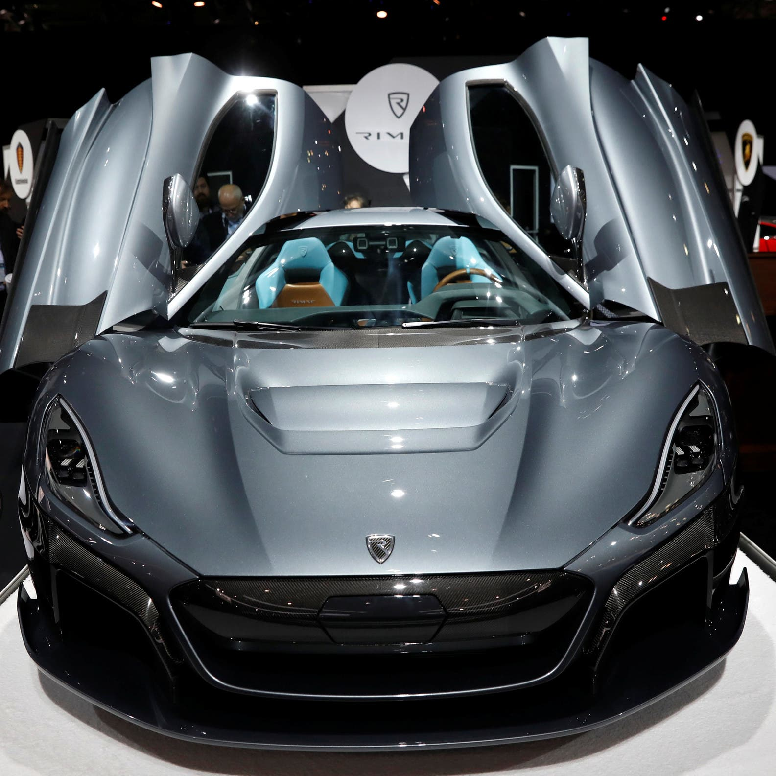 15 دقيقة لشحنها.. بورشه تصنع بطاريات خاصة لسياراتها الكهربائية الفائقة
