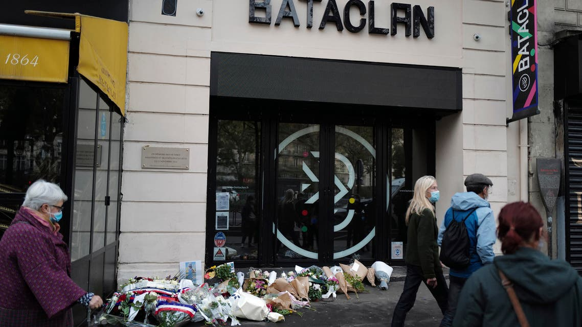 Passers by walk outside the Bataclan concert hall with wreaths of flowers marking the 5th anniversary of the Nov. 13, 2015 attacks, in Paris, Friday, Nov. 13, 2020. (File photo: AP)