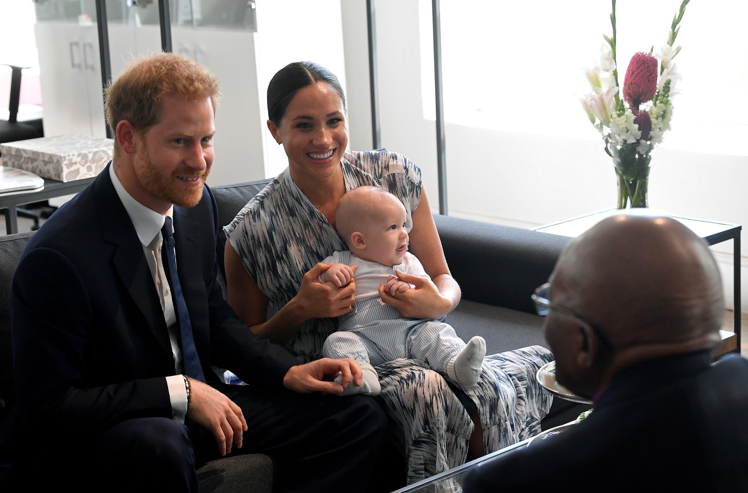الأمير هاري وميغان مع ابنهما ارتشي