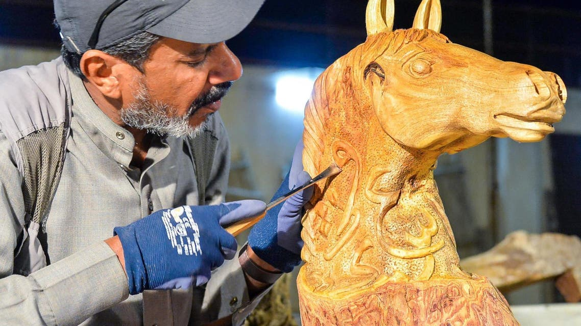 Horse sculptures and Arabic calligraphy