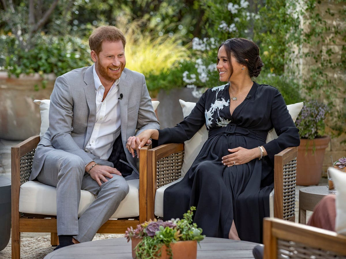 Prince Harry and Meghan give an interview to Oprah Winfrey in this undated handout photo. (File photo: Harpo Productions /Handout via Reuters)