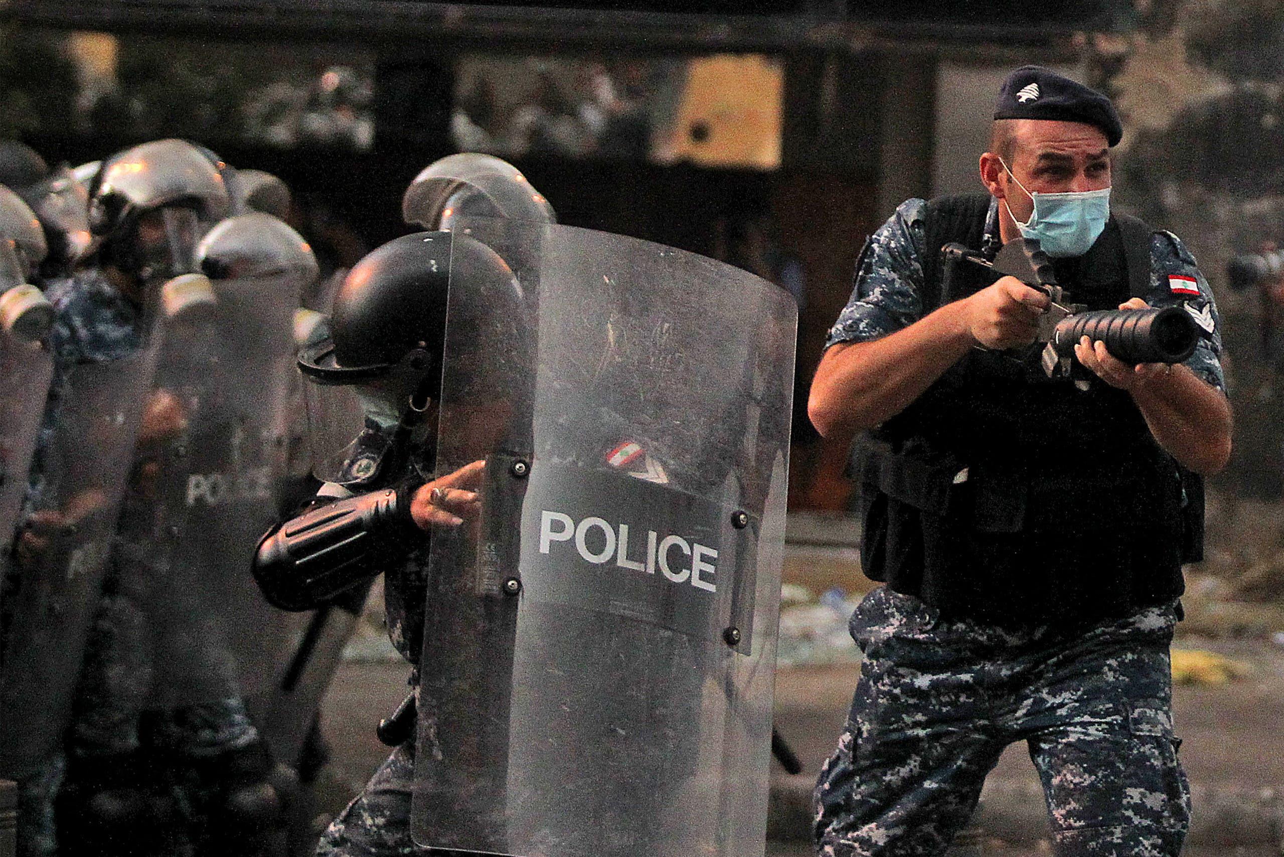 الأمن اللبناني يتصدى لمحتجين في بيروت (أرشيفية)