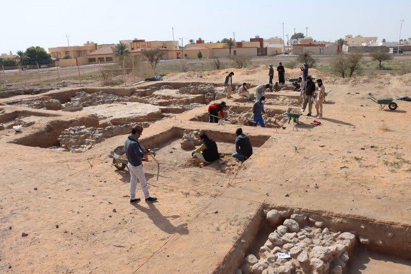 ماہرین آثار قدیمہ فید کے مقام پر دریافت ہونے والے کھنڈرات میں کھدائی میں مصروف ہیں۔