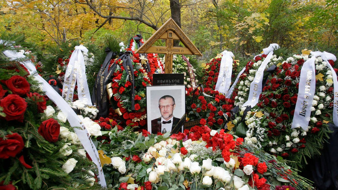 A grave of Vyacheslav Ivankov, a Russian crime boss, is in the Vagankovskoye cemetery in Moscow, Thursday, Oct. 15, 2009. (File photo: AP)
