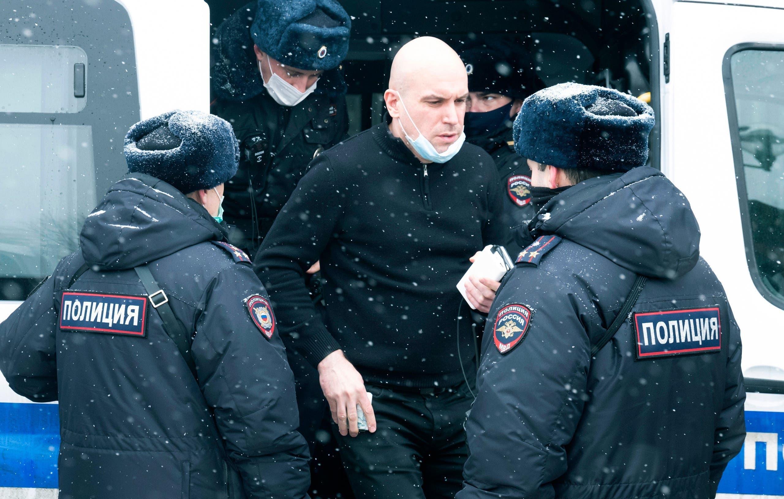 بازداشت یکی از شرکت کنندگان در جلسه
