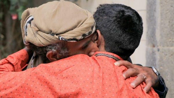فيديو.. الجيش اليمني يسلم الصليب الأحمر 21 طفلاً كانوا  يقاتلون بصفوف الحوثي