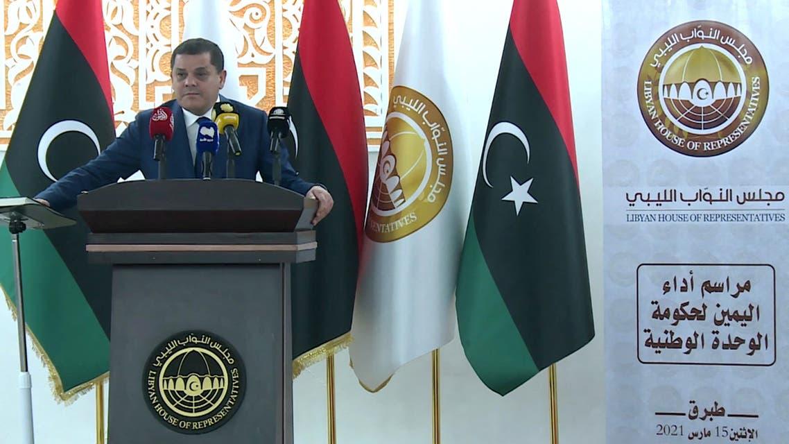 رئيس الحكومة الليبية الجديدة عبد الحميد الدبيبة خلال تأدية اليمين الدستورية (فرانس برس)