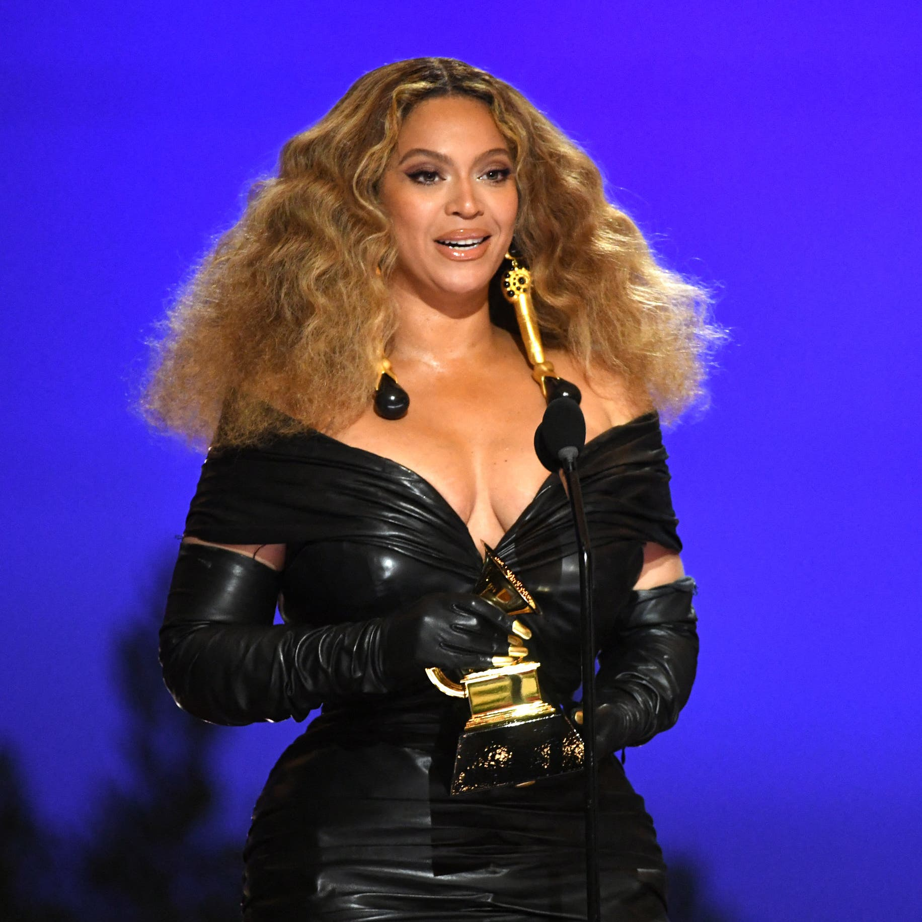 Who run the Grammys? Beyoncé, Taylor Swift make history