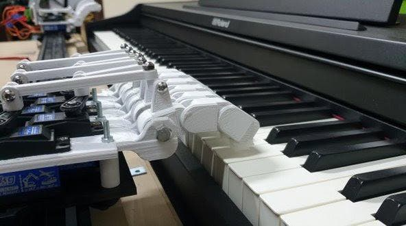 پیانو بجانے کا ماہر روبوٹ