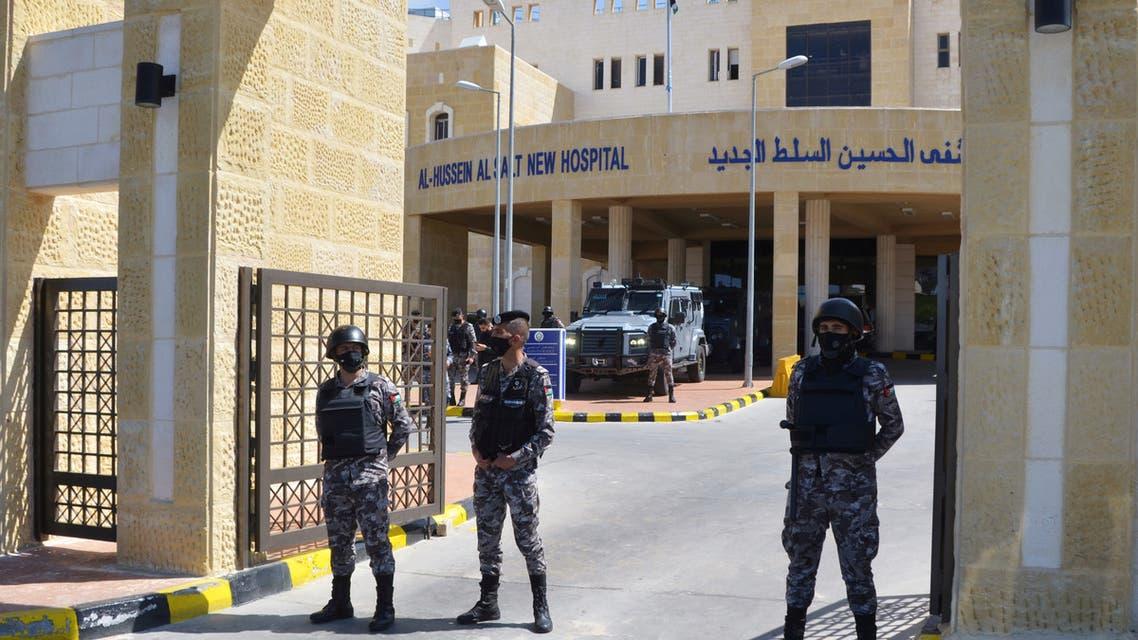 من أمام مستشفى السلط في عمان (أرشيفية- رويترز)