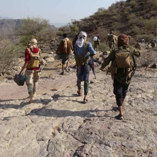 اليمن.. تهديد حوثي بإعدام صحافيين مختطفين في سجونها