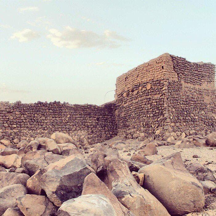 فدک میں کئی پرانی دیواریں اور قلعے ہیں جو اس کی عظمت رفتہ کی گواہی دیتی ہیں